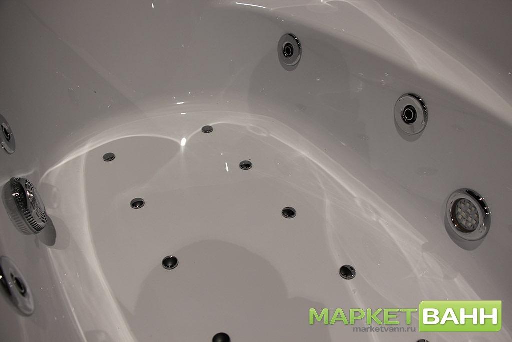 Ванна с установленным гидромассажем
